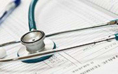 Можна обробити опік перекисом водню і до якого лікаря звертатися, що робити і якщо обпікся праскою дитина і чим лікувати