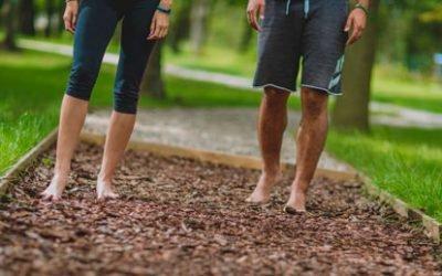 У чому користь ходьби босоніж, переваги…